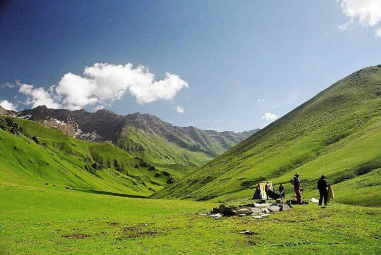 Ghuttu to Panwali Kantha- The Best For Family Treks