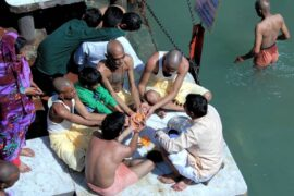 Pind Daan at Har-Ki-Pauri Ghat in Haridwar